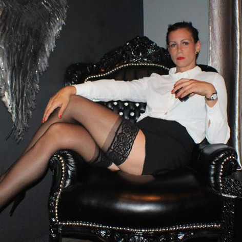 Domina_Herrin_Indira-Business_Domin