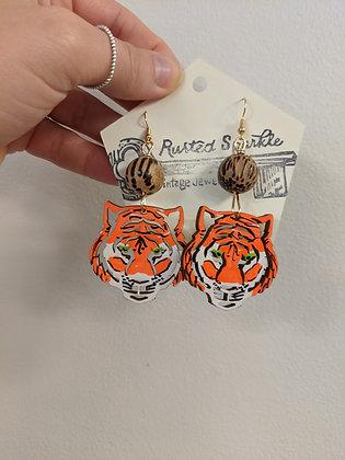 Light brown bead tiger earrings