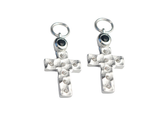 TERRA SILVER HAMMERED CROSS EAR PENDANT