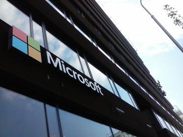 Výškové práce Čermák umývá Microsoft Windows :)