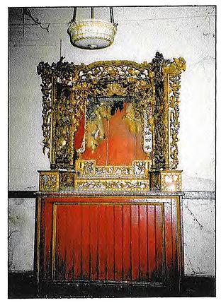 Bow On Altar 1920s.jpg