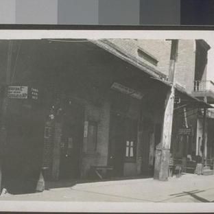 Chinatown alley (1910)