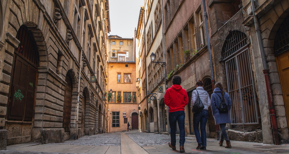 France_Lyon_Street _of_  Medici's-NoLogo