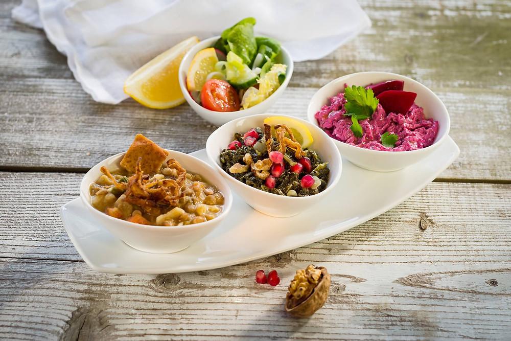 Orientalisches Essen in drei Schalen