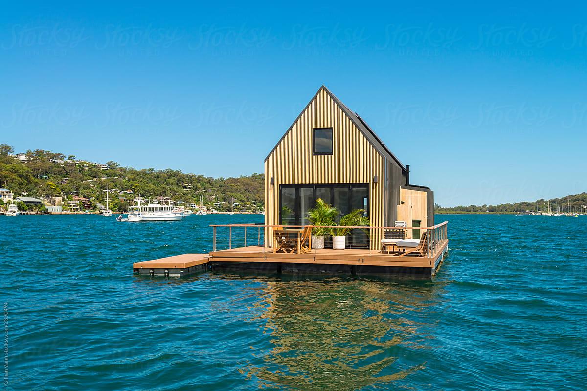 Flaoting cabin
