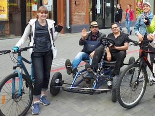 На велосипеде и с коляской