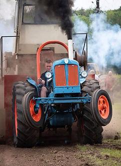 tractor pulling ...jpg