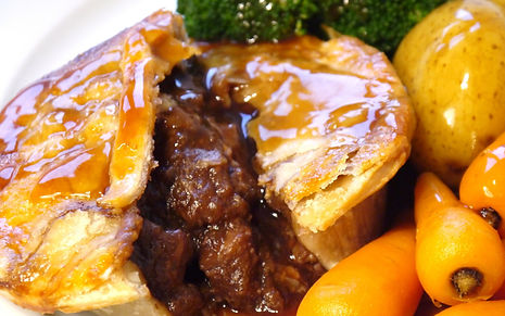 Steak_pie_with_veg_and_gravy_edited.jpg