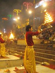 Evening_Ganga_Aarti,_at_Dashashwamedh_gh