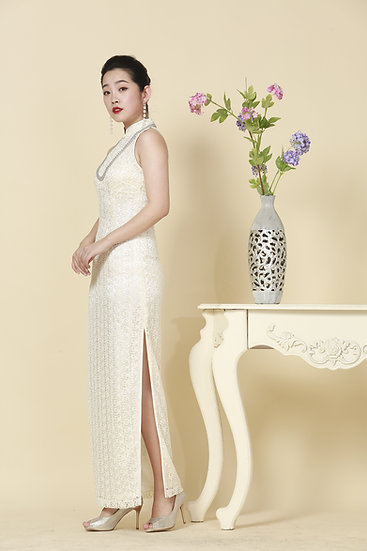 Regal Ivory Chantilly Lace Cheongsam Gown