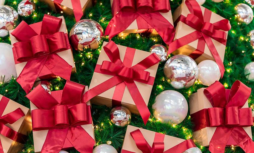 Christmas%20tree%20decorations%20_edited