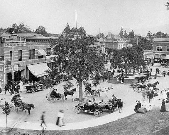 ashland plaza-1911.jpg