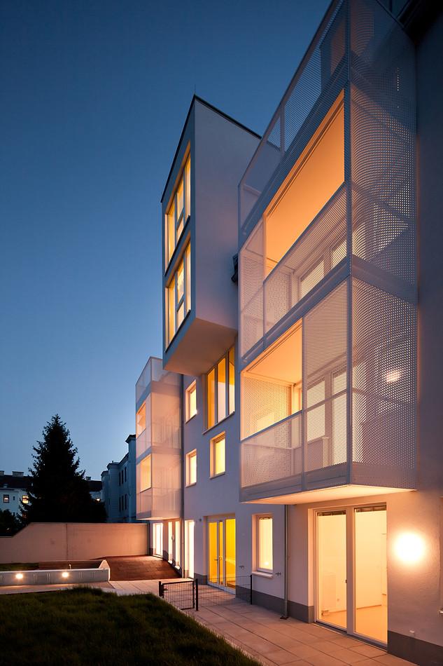 HOUSING / JE30