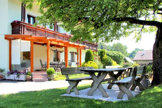 fmk Foto Bauernhof Latschach mit Gartenb