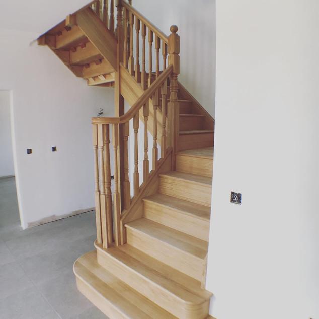 Solid oak / turned handrail