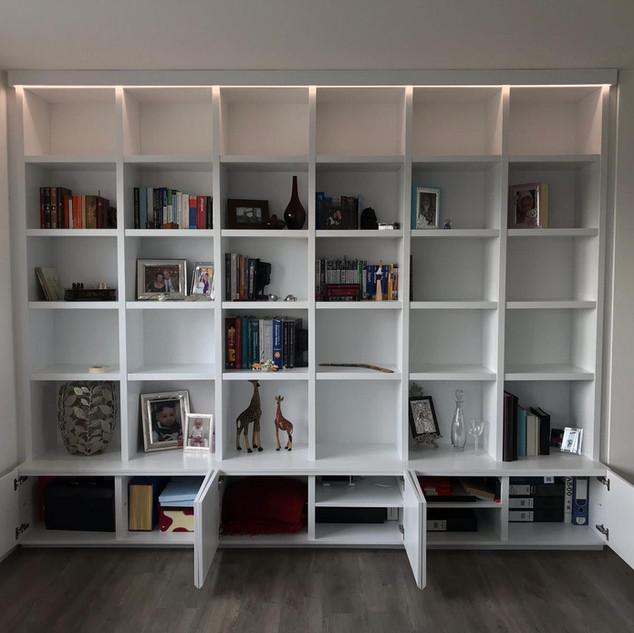 Finnished book shelf