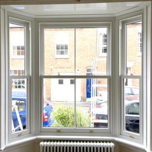 Box sash bay window