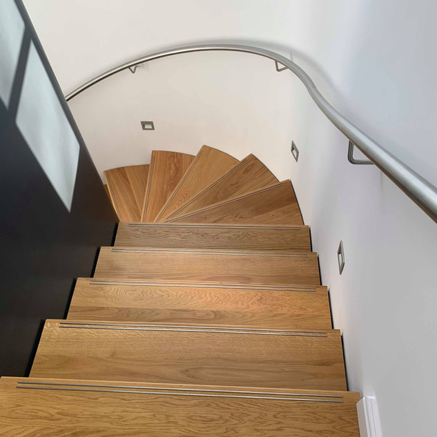 Turned oak stairs / stainless handrail