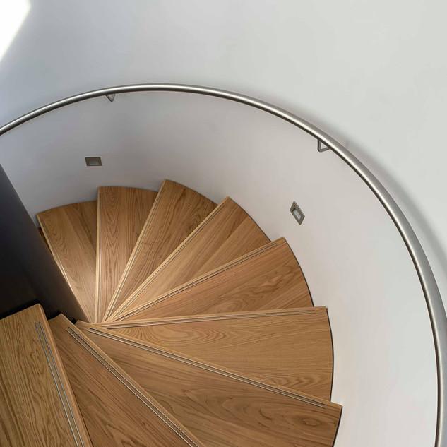 Winding oak / stainless handrail