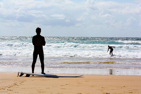 Surfers_on_beach.jpg