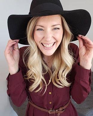I am Rachelle McMann,a hairstylist and
