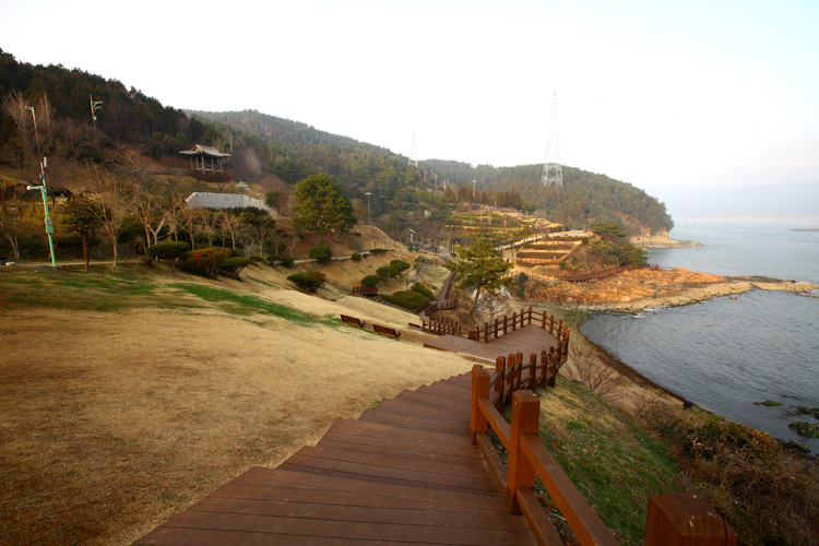 Tongyeong Lee Sunsin Park.jpg