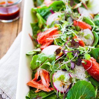 Simple smoked salmon salad with camelina-sea-buckthorn oil dressing