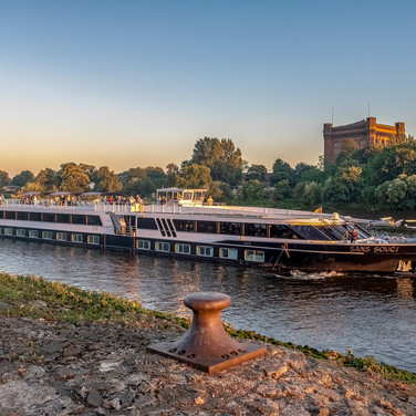 river-cruise-ship-3509726_1920.jpg