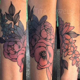 Ombré flowers by our artist Tita. _titaj