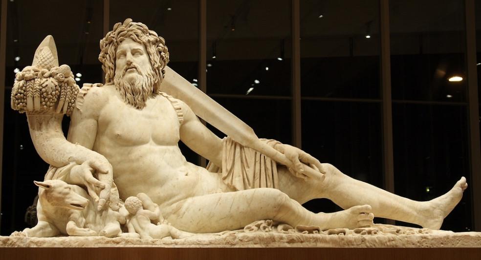 """Statua colossale di Tiberinus (età adrianea), rinvenuta a Roma nel 1512 nell'area dell'Iseum Campense, e ora al Louvre di Parigi (ripresa dal sito """"Et in Arcadia Ego"""")"""
