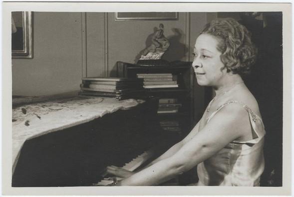 Nora Holt (1885(?)-1974)