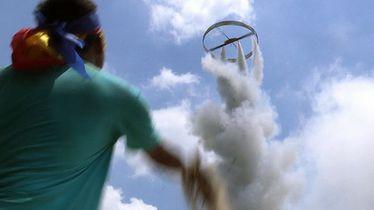 En Thaïlande, l'incroyable festival des fusées !
