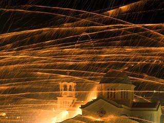 L'extraordinaire tradition de feux d'artifice sur l'île de Chios en Grèce