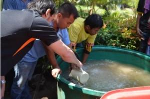 Tiger Fluids engineer mixing bentonite in a mixing tank with an agitator