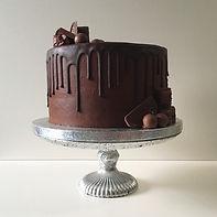 Cake Maker Drip Cakes Suffolk
