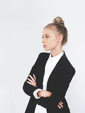 Modelo en la Oficina de prendas de vesti