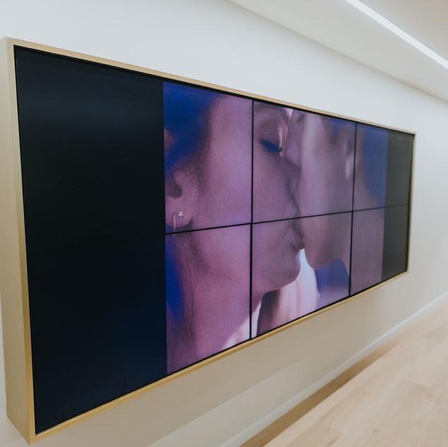 וידאו וול כולל מסגרת זהב