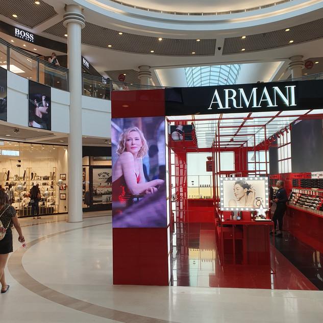 עיצוב חנות בקניון רמת אביב עם המסכי לדים שלנו P1.8