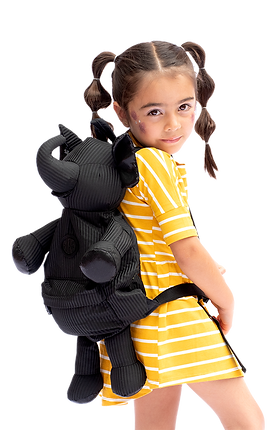 niña con bolso eleph.png