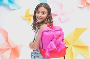 niña con bolso eleph foldable.jpg