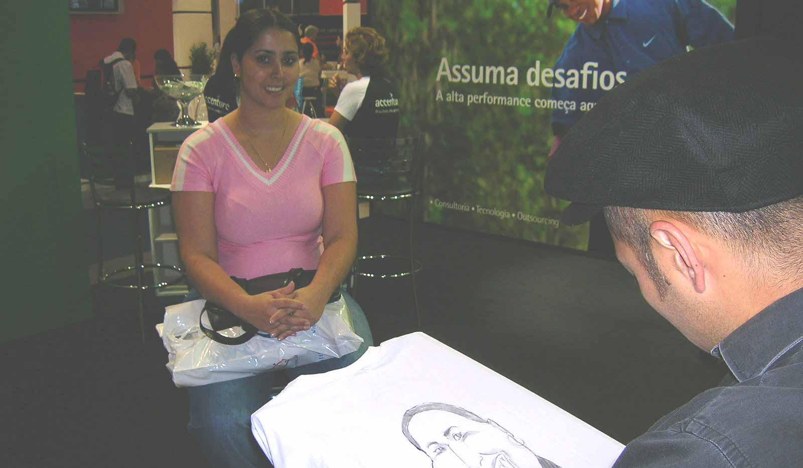 Caricatura ao vivo em evento em camisetas