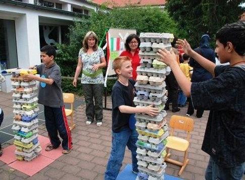 44 | יצירתיות | חשיבה מחוץ לקופסה | יצירתיות בבית הספר | רעיונות מדליקים לבית הספר | רעיונות מדליקים לחצר המשחקים | עבודת צוות בבית ספר | מודעות עצמית | חשיבה יצירתית | גאונות | זהירות גאונות לפניך | גאונות וחשיבה מחוץ לקופסה | להיות יצירתי | מחשבה מייצרת מציאות | חשיבה יצירתית