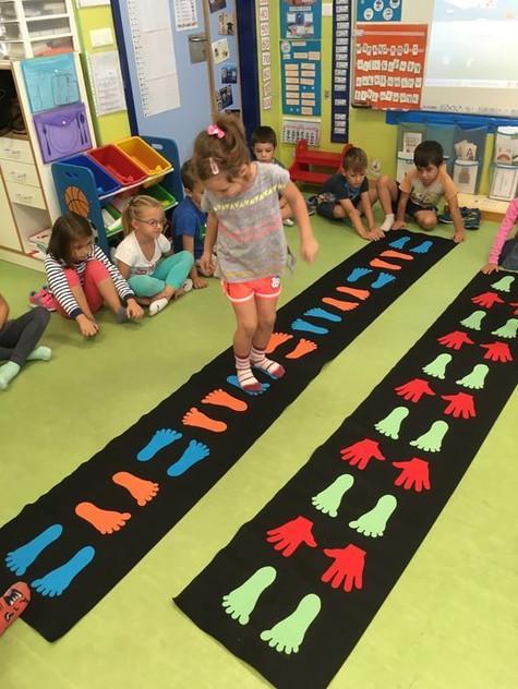 54 | יצירתיות | חשיבה מחוץ לקופסה | יצירתיות בבית הספר | רעיונות מדליקים לבית הספר | רעיונות מדליקים לחצר המשחקים | עבודת צוות בבית ספר | מודעות עצמית | חשיבה יצירתית | גאונות | זהירות גאונות לפניך | גאונות וחשיבה מחוץ לקופסה | להיות יצירתי | מחשבה מייצרת מציאות | חשיבה יצירתית