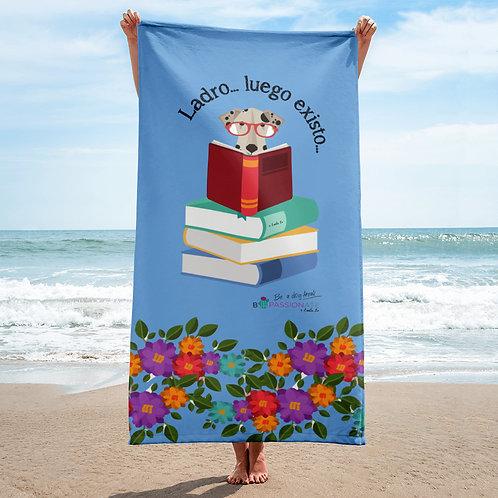 Blue 'The smart dog' towel