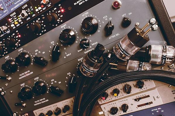 studio-hannes-bieger-netzkabel[1].jpg