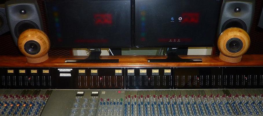 EMT-1-SAE- Desk-sm.jpg