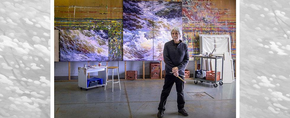 Michel LeRoux devant sa galerie