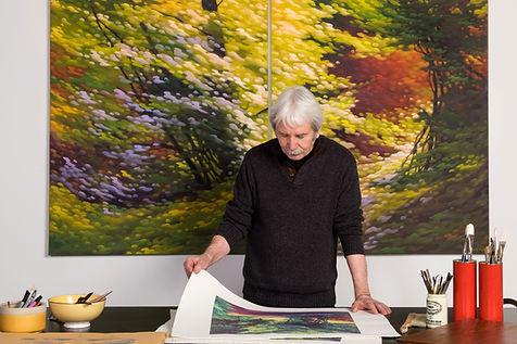 Michel LeRoux dans sa galerie d'art à Kamouraska