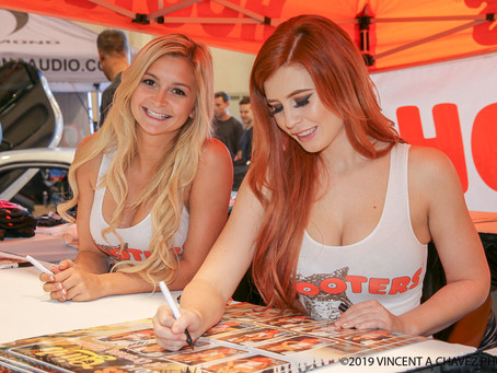 """Hooters Girls"" Calendar"