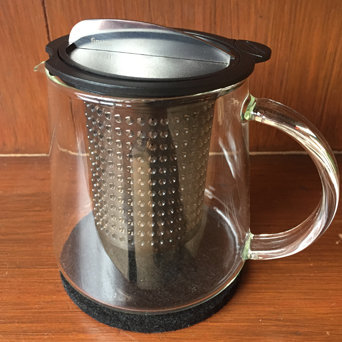 FINUM GLASS POT WITH STRAINER